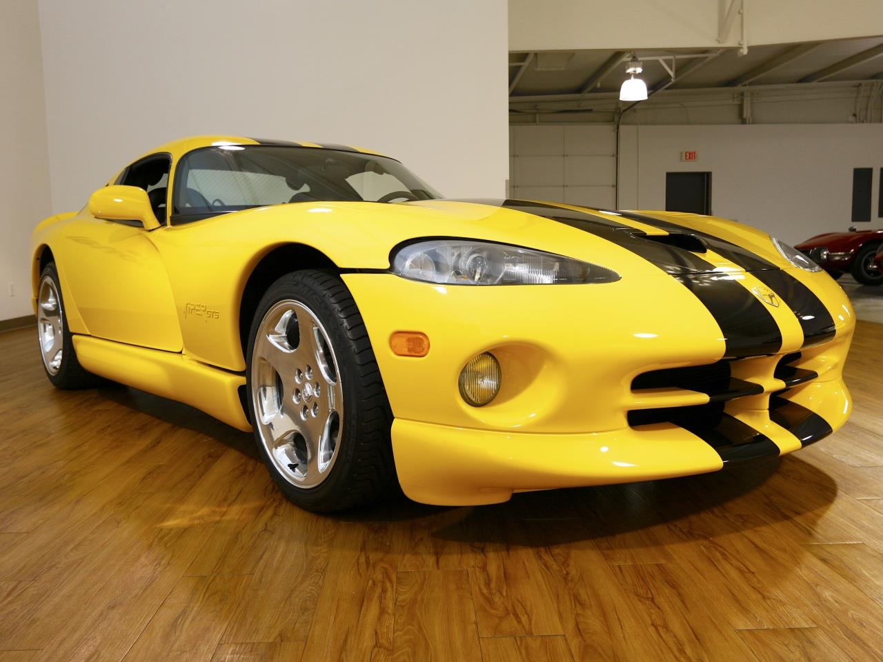 dodge viper yellow with 2001 Dodge Viper Gts on 22810 2006 yamaha banshee 350cc twin 2   stroke special edition 50th moreover Dodgetomahawkforsalesht wordpress in addition Maroon Bells Colorado Mount River 11987 moreover Lamborghini Blue Flame Wallpaper besides Sema Car Pornography.